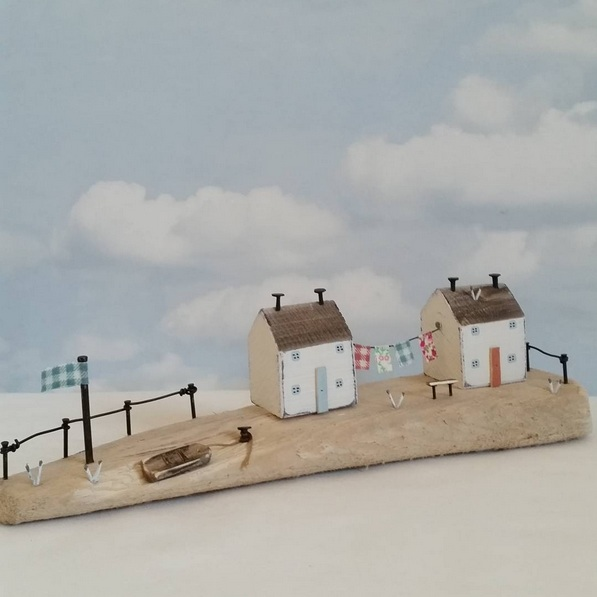 Shabby Daisies-Seafront cottages